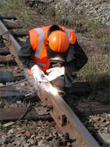 Восстановление элементов верхнего строения пути электродуговой наплавкой