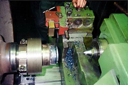 Комплекс оборудования для наплавки под слоем флюса резьбовой части осей